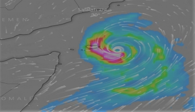 محافظ سقطرى يطلع على تقسيم فرق الإنقاذ لمواجهة تداعيات الإعصار خلال الساعات القادمة