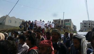 """تظاهرة شعبية ضد """"عصابات"""" السطو على الأراضي في مدينة  إب"""