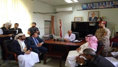 بعد إعلانه بدء إعادة الإعمار..السفير السعودي يزور هيئة مستشفى مأرب وجامعة سبأ