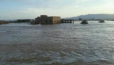 الجوف: وفاة امرأة وطفلة وجرف عدد من المخيمات النازحين بسبب السيول