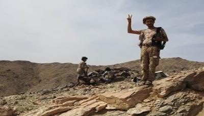 الجيش يعلن سيطرته على سلسلة جبلية ببرط العنان وقطع خطوط إمداد الحوثيين