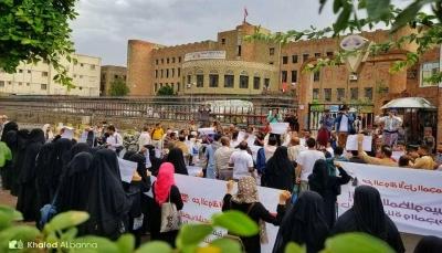 تعز: وقفة احتجاجية تنديدا بالانفلات الأمني والمطالبة بملاحقة القتلة