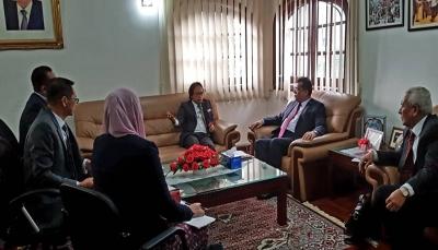 """""""باحميد"""" يناقش مع رئيس هيئة الخدمات التعليمية الماليزية أوضاع الطلاب اليمنيين"""