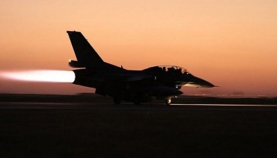 """تعز: مقاتلات التحالف العربي تقصف مواقع لمليشيا الحوثي بـ""""جبل حبشي"""""""