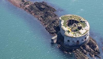 جزيرة بريطانية للبيع بثمن لا يكفي لشراء شقة بلندن.. لهذا السبب