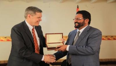 """محافظ مأرب """"العرادة"""" يكشف نتائج زيارة السفير الأمريكي في اليمن إلى المحافظة"""