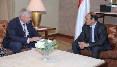 نائب الرئيس يؤكد عزم الشرعية على تحرير كل أرجاء الوطن وحرصها على سلامة المدنيين