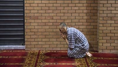 في العاصمة الأوروبية الوحيدة التي لا مسجد فيها.. مسلموها يلجأون إلى تحت الأرض لأداء صلاة العيد