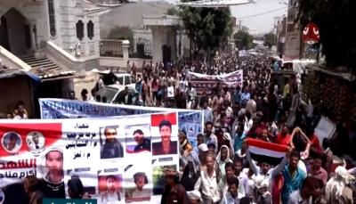 التربة: مهرجان ومسيرة حاشدة تطالب باستكمال تحرير محافظة تعز