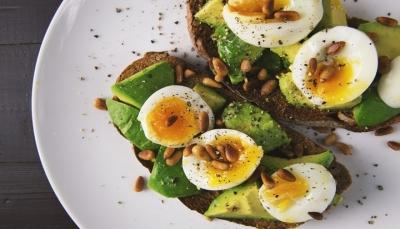 تعرف على قائمة الأغذية الصحية التي تمد الجسم بالطاقة