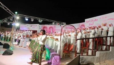 بلدة دمون بتريم تختتم مهرجان الحياة السابع لزفاف 136 عريسًا وعروس