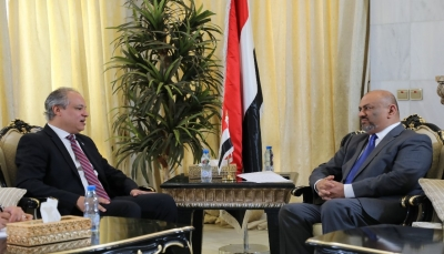 وزير الخارجية يناقش أوضاع اللاجئين اليمنيين وجهود عودتهم الطوعية إلى اليمن