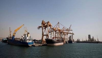 الحكومة تعلن موافقتها على دخول عشر سفن محملة بالنفط إلى ميناء الحديدة