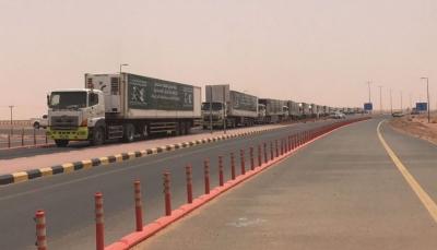 25  شاحنة إغاثية مقدمة من السعودية تعبر منفذ الوديعة في طريقها للحديدة
