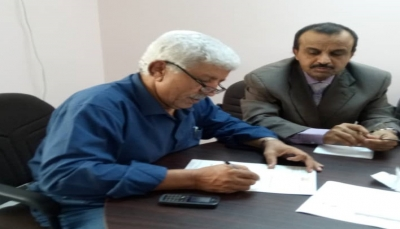 وزير الصحة يوجه بتسليم مستلزمات طبية لمحافظة البيضاء