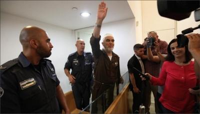 """آلاف الفلسطينيين يستقبلون الشيخ رائد صلاح بعد الإفراج """"المشروط"""" عنه"""