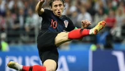 """كأس العالم.. الكرواتيون يحتفون بـ """"العبقري"""" مودريتش"""