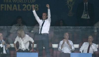 حماس ماكرون في كأس العالم وتنازل أمير قطر عن مقعده للسيدة الأولى يلهبان الإنترنت
