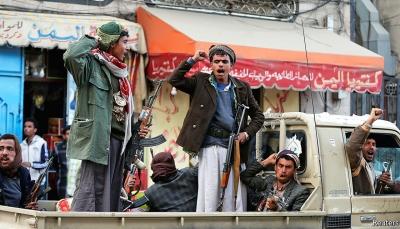 إب: الحوثيون يقتحمون منزل مواطن في السحول ويختطفونه مع اثنين من أبنائه