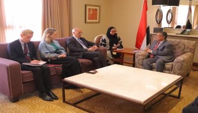 الحكومة تشدد على إطلاق الأسرى والمختطفين لدى الحوثيين وتطبيق القرار الأممي