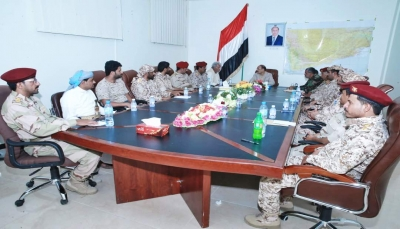 """نائب الرئيس يلتقي قيادات جبهات """"البيضاء"""" ويؤكد: """"تحرير المحافظة قادم لا محالة"""""""