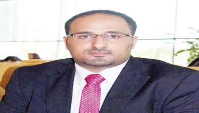 مسؤول حكومي: زعيم الحوثيين يناور بهدف ترتيب صفوفه المهزومة