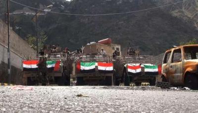 مسؤول إماراتي سابق يستبعد هزيمة الحوثيين عسكرياً وناشطون يمنيون يردون
