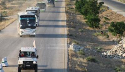 سوريا.. إدلب تستقبل أول قافلة لمعارضين اضطروا إلى مغادرة القنيطرة