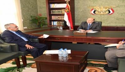 الرئيس هادي يشدد على أهمية تعزيز الجهود وتفعيل دور المقاومة في اقليم تهامة