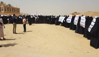 الجوف: وقفة احتجاجية نسائية تنديدا بمجزرة استهداف عرس بصاروخ الحوثيين