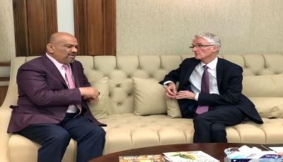وزير الخارجية يصل الإمارات ويلتقي وكيل الأمين العام للأمم المتحدة للشؤون الإنسانية