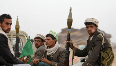 ذمار: مليشيا الحوثي تداهم قرى بمديرية عتمة وتفتش منازل المواطنين