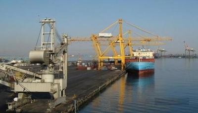 قيادة ميناء المعلا والغرفة التجارية بعدن تناقشان إجراءات تسهيل أعمال الشحن والتفريغ