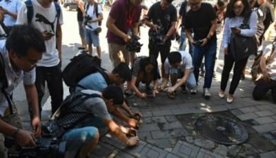 """انفجار امام السفارة الاميركية في الصين والسلطات تقول """"إن سبّبه رجل كان بحيازته متفجرات وجرح"""""""