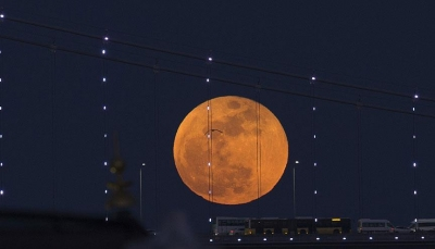 """الليلة.. القمر باللون """"الدموي"""" في أطول ظاهرة خسوف بالقرن الحالي"""