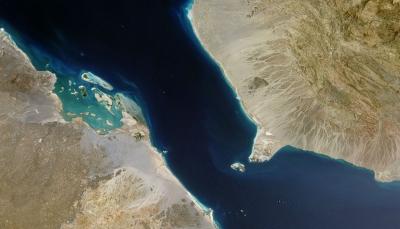 الحكومة اليمنية: نؤيد إجراءات التحالف لحماية الملاحة البحرية في باب المندب