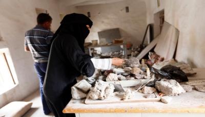 يتعرضن لصعوبات ومضايقات.. الحرب تضاعف أعباء النساء وتجبرهن على العمل بمهن شاقة (تقرير خاص)