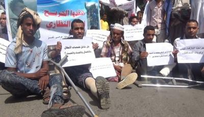"""جرحى """"تعز"""" يهددون ببدء اعتصام مفتوح أمام مبنى المحافظة"""