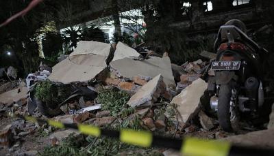 90 قتيلاً حصيلة ضحايا زلزال إندونيسيا وأكثر من 300 مصاب