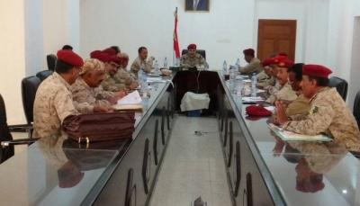 قيادة وزارة الدفاع تناقش آلية تنظيم قبول الدفع الجديدة في الكلية العسكرية