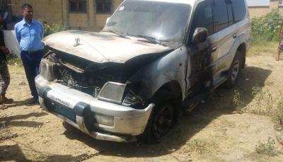 """تعز: مجهولون يحرقون سيارة رئيس محكمة الحجريةبمدينة """"التُربة"""""""