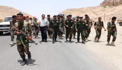 """وكيلا الداخلية ومدير شرطة مأرب يزورون نقطة """"الفلج"""" ويشيدون بجنود الأمن"""