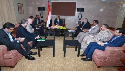 اليمن يبحث مع ممثلين بالبنتاغون آليات دعم القدرات العسكرية والأمنية وقوات محاربة الإرهاب