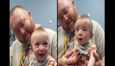 رد فعل مؤثر لطفل يعاني من الصمم عند سماع صوت أمه للمرة الأولى (فيديو)