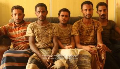 """الجيش الوطني يعلن أسر عدد من العناصر الحوثية بينهم قيادي بارز بـ""""حيران"""" حجة (فيديو)"""