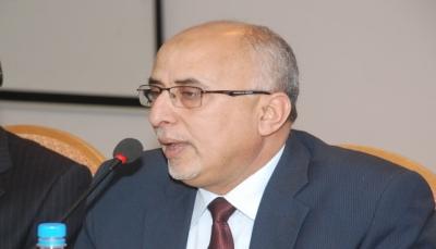 الحكومة تدين اقتحام مليشيا الحوثي مخازن برنامج الأغذية العالمي بالحديدة