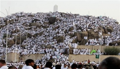 ضيوف الرحمن يستقرون على صعيد عرفات