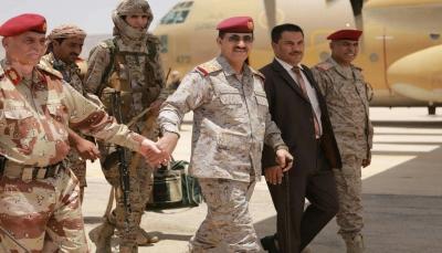في أول زيارة رسمية إلى حضرموت.. رئيس الأركان يتفقد وحدات المنطقة العسكرية الأولى