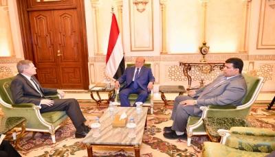 هادي يلتقي السفير الأمريكي ويجدد حرصه للسلام المرتكز على المرجعيات الثلاث