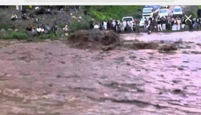 وفاة ثلاث نساء غرقاً في سيول الأمطار ببعدان شرق إب